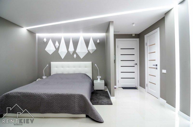 Квартира с современным ремонтом и большой двуспальной кроватью