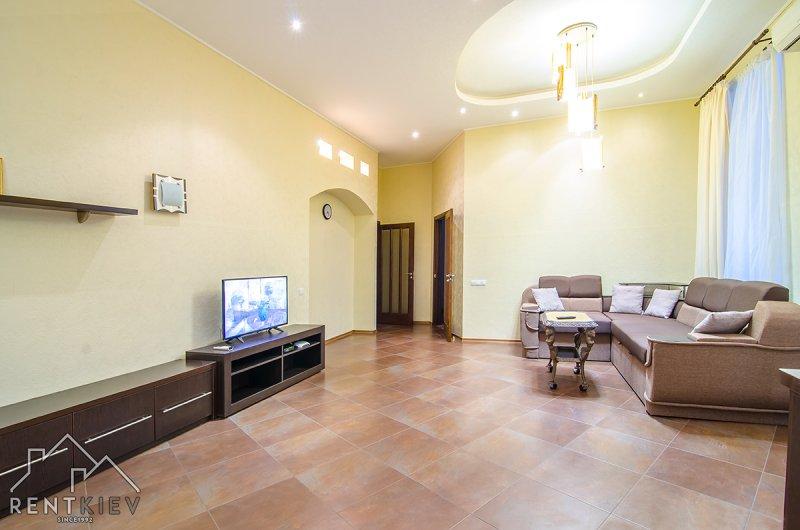 Посуточно трехкомнатная квартира в центре Киева