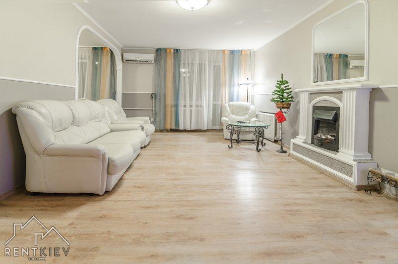 Трехкомнатная квартира в Киеве для посуточной аренды